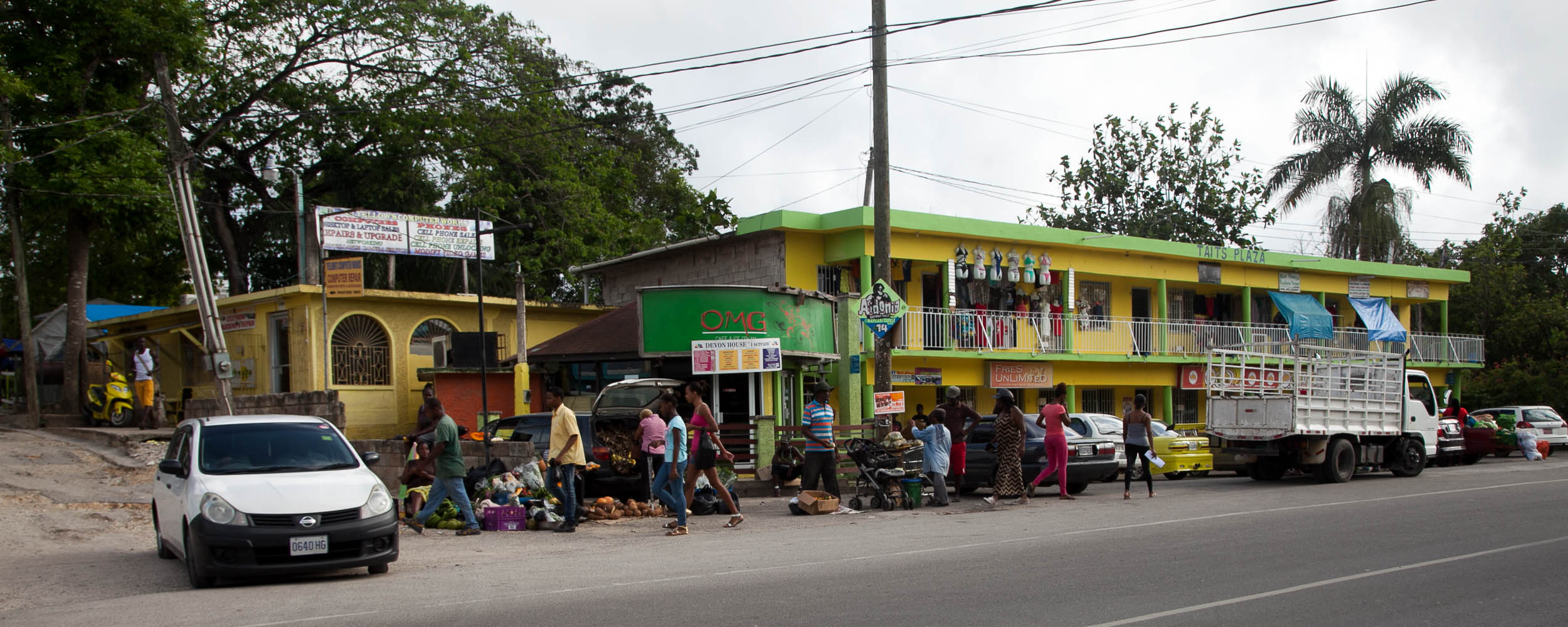 Taits Plaza - Negril Center Shopping - Negril Jamaica